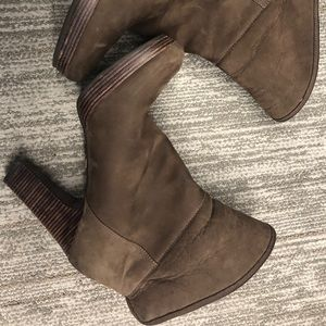 Suede UGG ankle boot with roll down option